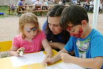 Přiblížit romskou kulturu i její sepětí s historií Moravy. Připravit zábavné odpoledne pro rodiče s dětmi. To byly cíle pořadatelů Romské soboty na hradě Veveří ve Veverské Bítýšce na Brněnsku.