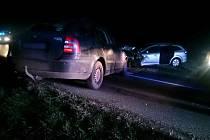 Čelní střet dvou aut zablokoval od středečních pěti hodin odpoledne cestu do Velkých Němčic na Hustopečsku.