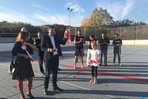Nové školní hřiště otestoval brněnský bojovník a zápasnice