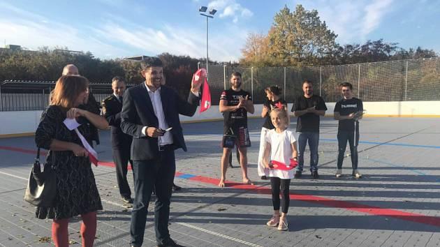 OBRAZEM: Nové školní hřiště otestoval brněnský bojovník a zápasnice