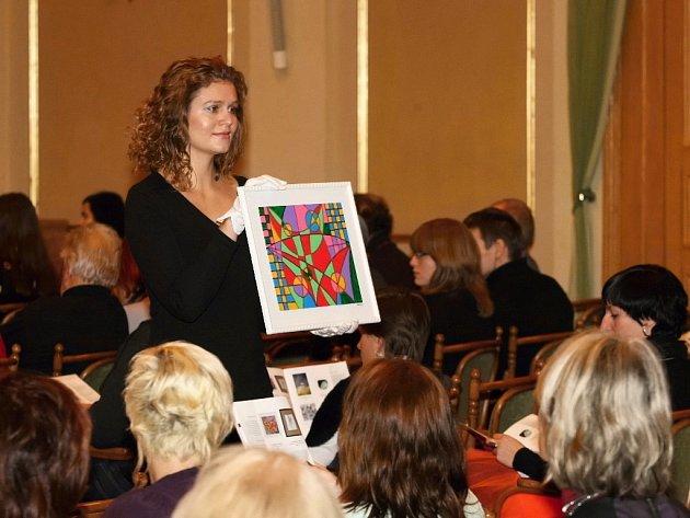 Nadaci Veronika se na aukci uměleckých děl v Brně podařilo získat 160 tisíc korun, které věnuje na výkup pozemků v lokalitě Vlčí hrdlo nedaleko Strážnice na Hodonínsku.