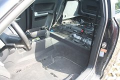 Zloděj v odstaveném autě demontoval téměř vše, včetně sedaček.