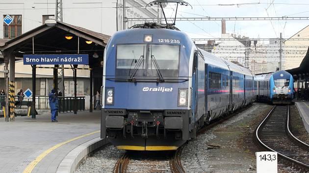 Výluka mezi Brnem a Adamovem: vlaky o víkendu nepojedou, nahradí je autobusy