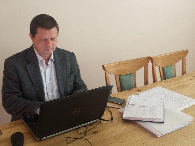 Jednička na kandidátce Šlapanic Ivan Vavro odpovídal online