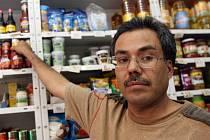 Prodejci v malých prodejnách nelákají na slevové akce, prý se k nim vracejí stálí zákazníci.