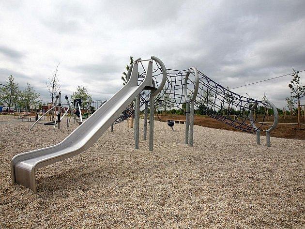 U Olympie vyrostl obří zábavný park s prolézačkama, inline dráhou a lezeckou stěnou, která je největší ve střední Evropě.