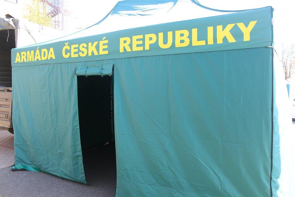 Odběrový stan před univerzitním kampusem v brněnských Bohunicích.