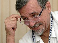 Ortoped Jan Poul pracuje už čtyři desetiletí v brněnské dětské nemocnici. Zaměřuje se hlavně na léčbu mozkové obrny.