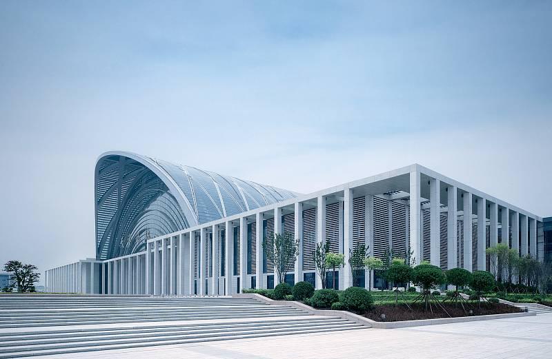 Nádraží Tianjin West, Čína.