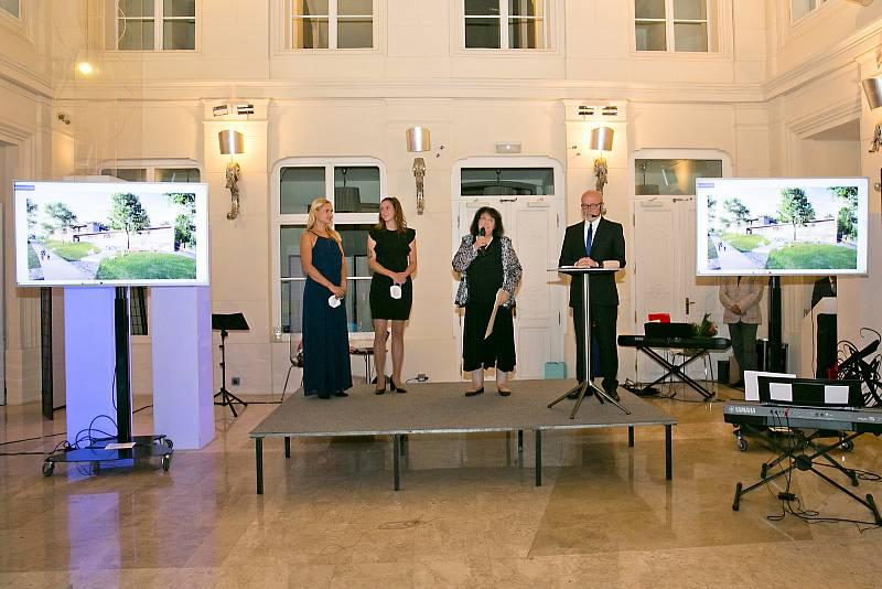Dětský hospic Dům pro Julii podpořili nedávno na dobrovolné aukci v brněnském hotelu Barceló částkou 210 tisíc korun.