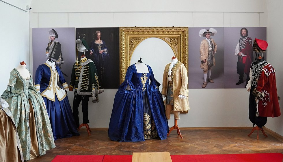 Ve Valticích se nachází výstava kostýmů z dosavadních dílů výpravné série Marie Terezie.