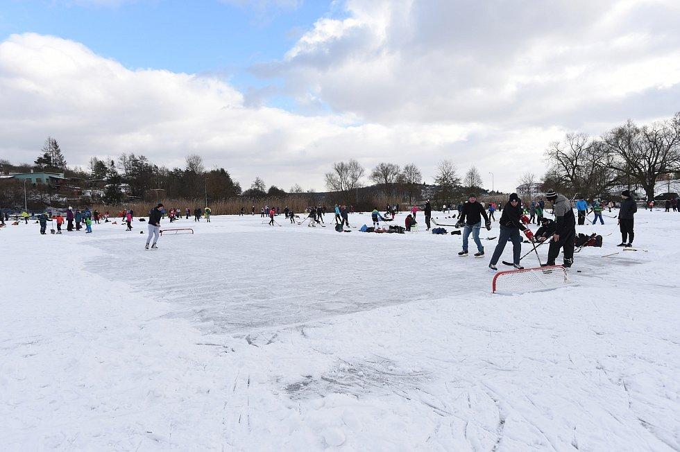 Zimní radovánky na Žebětínském rybníku
