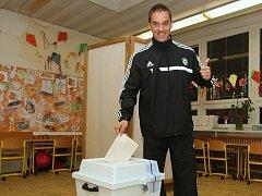 Fotbalista Petr Švancara, kandidující za hnutí Ano 2011, pomýšlí na zisk poslaneckého křesla.