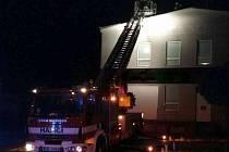 Kvůli následkům bouřek a větru vyjížděli jihomoravští hasiči od úterního odpoledne až do noci ke dvaceti případům. Kvůli silnému větru přišla o část střechy firma na Vyškovsku.