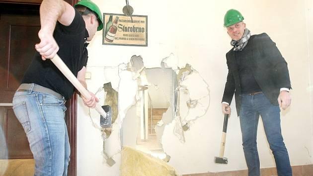 Dělníci zahájili rekonstrukci restaurace v pivovaru Starobrno na Mendlově náměstí.