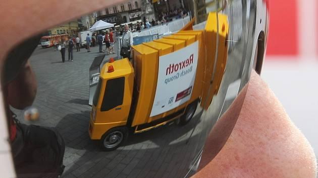 Auta s alternativním pohonem na náměstí Svobody v Brně.