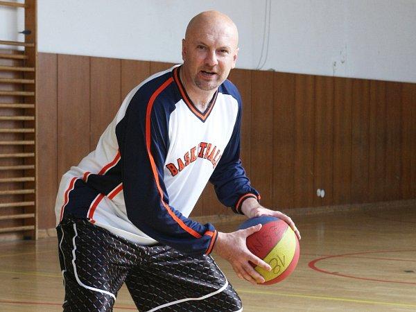 Basketbalista Josef Jelínek.