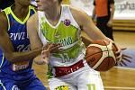 S mistrovským USK Praha sváděly basketbalistky KP Brno vyrovnaný souboj. Přesto nakonec podlehly 66:87. Na snímku Satoranská - Bonner.