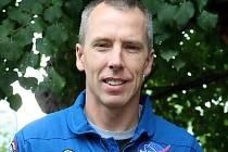 Americký astronaut Andrew Feustel dorazil do Brna i s plyšovou postavou Krtka, která s ním byla ve vesmíru.
