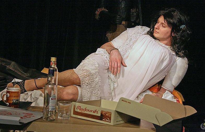 Herci Studividla ve hře Rukojmí.