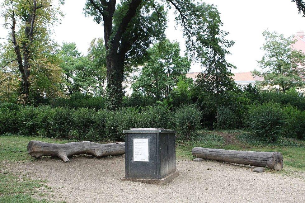Grillpoint. Místo ke grilování v brněnském lužáneckém parku.