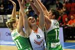 Před necelým rokem smutnily, soupeři se však pomstily. Královopolské basketbalistky (v zeleném) si v semifinále smlsly na Žabinách, které porazily 71:38 a postoupily do boje o zlato ve Final Four Českého poháru hrajícího se v Nymburku.