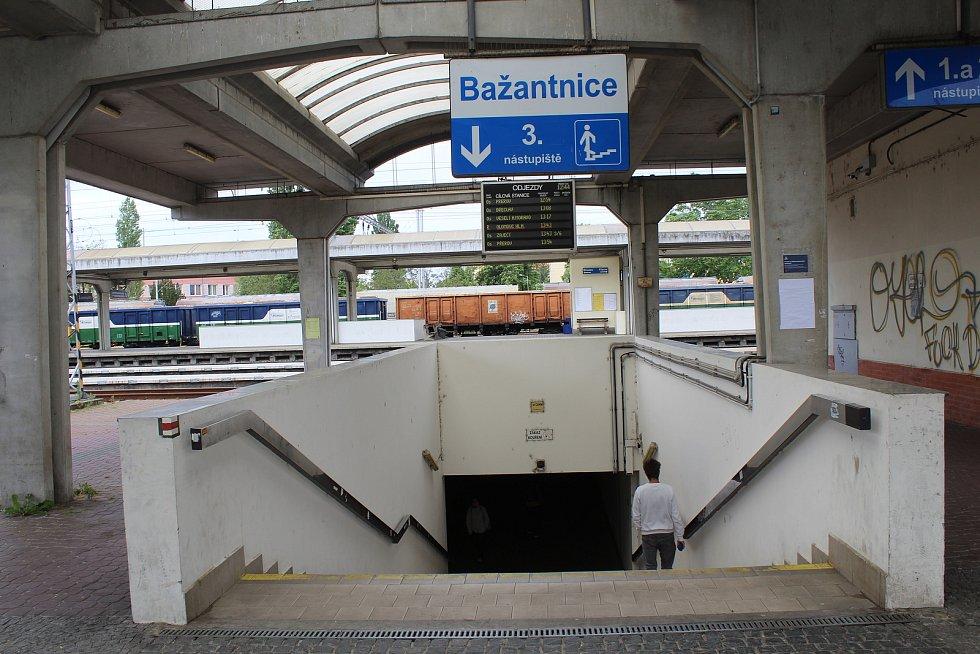 Podchod pod vlakovým nádraží v Hodoníně.