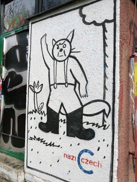 Nácíček na stěně odrazuje od nacismu.
