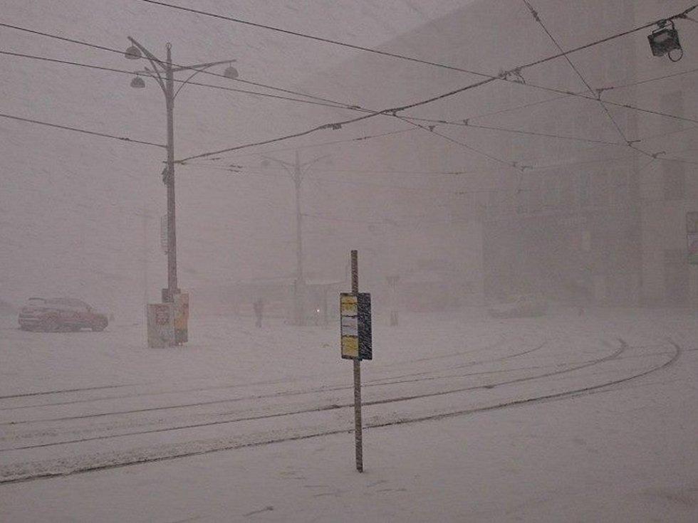 Zasněžené Malinovského náměstí.