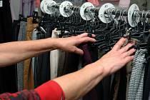 V second handech se dá nakoupit kvalitní textil za málo peněz