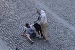 Policisté pátrají po útočníkovi
