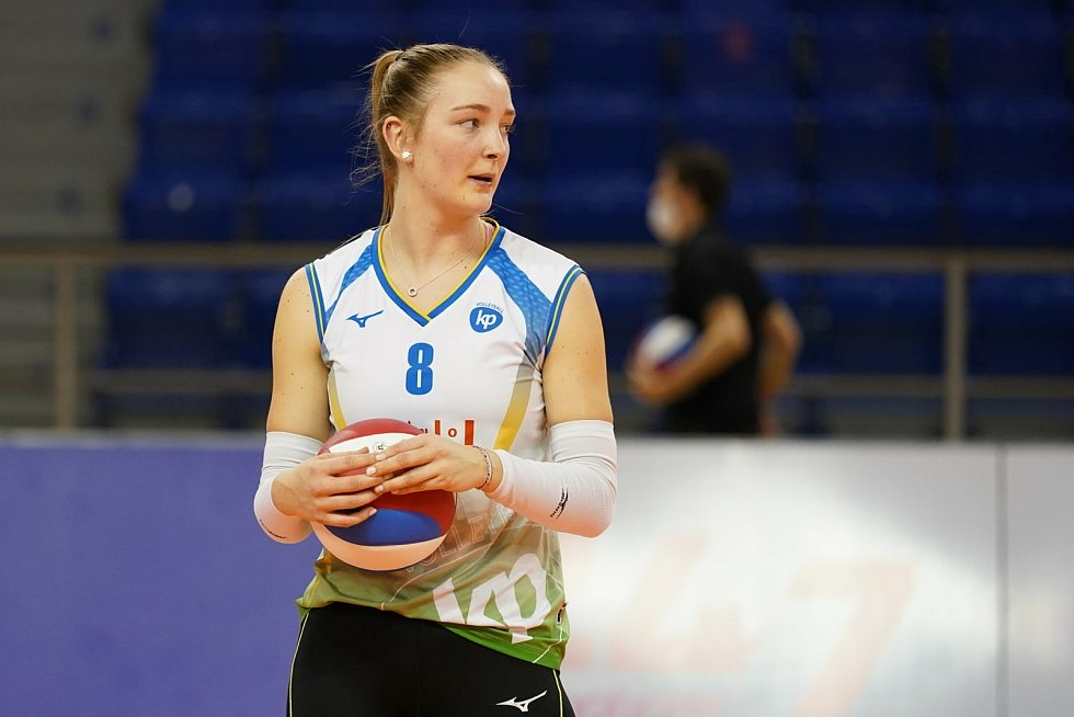 Volejbalistka KP Brno Denisa Pavlíková smečuje.