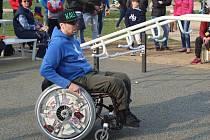 První workoutové hřiště pro handicapované se ve středu v Jundrově otevřelo Brňanům.