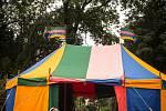 Děti, dospělí či náhodní kolemjdoucí, ti všichni se mohou nechat vtáhnout do tvůrčí atmosféry v brněnském Tyršově sadě.