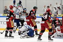Domácí HC Kometa Brno v bílém proti Mountfield Hradec Králové