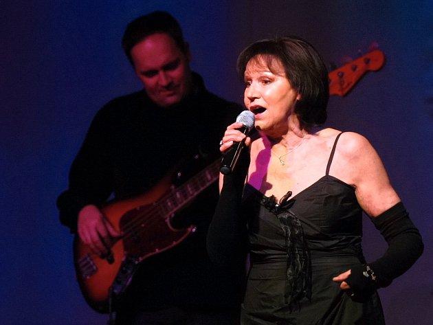 Brněnský koncert uspořádaný k 70. narozeninám Marty Kubišové nabídl průřez jejím repertoárem od šedesátých let do současnosti.