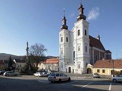 Historické náměstí Palackého v Lomnici u Tišnova. Jeho podoba se má brzy změnit.