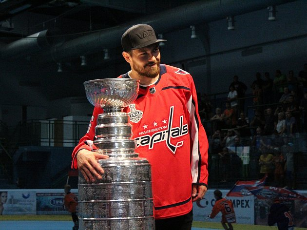 Hokejista Michal Kempný zavítal do rodného Hodonína i se Stanley Cupem.