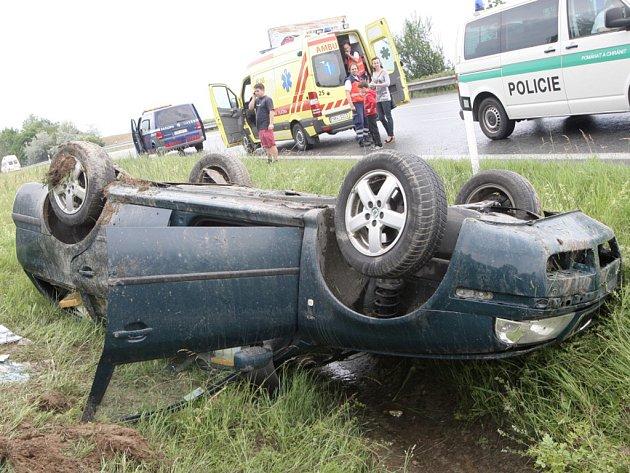 Cestujícím ani řidiči škody Octavia se nic nestalo.