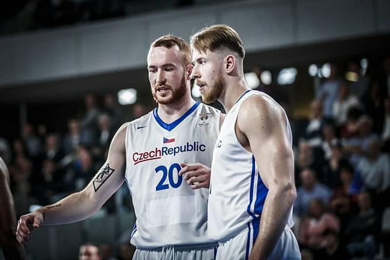 Reprezentační pivot Šimon Puršl (číslo 20) posílil Basket Brno.