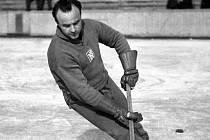 Vladimír Bouzek na jedné z posledních fotek v národním dresu v přípravě na mistrovství světa v osudovém roce 1950.