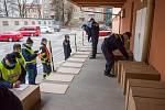 Do Jihomoravského kraje dorazila 21. března 2020 první várka respirátorů z centrální distribuce.