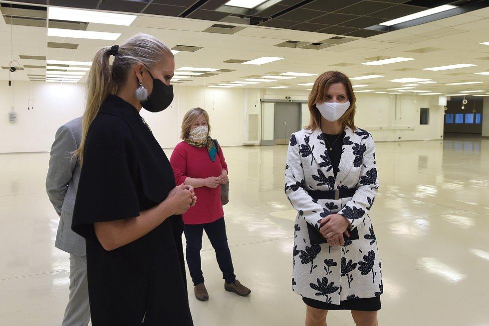 Brno 8.4.2020 - slavnostního předání nájemní smlouvy a prohlídka výrobní haly, kde bude firma Respilon vyrábět ústenky a respirátory