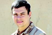 Už sedmkrát vyrazil armádní lékař Radek Uher do zahraničí na misi jako anesteziolog polní nemocnice. Nebezpečí číhajícího v pouštích Blízkého východu se nebojí.