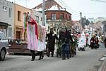 Líšeňskými ulicemi prošly v sobotu desítky masek.