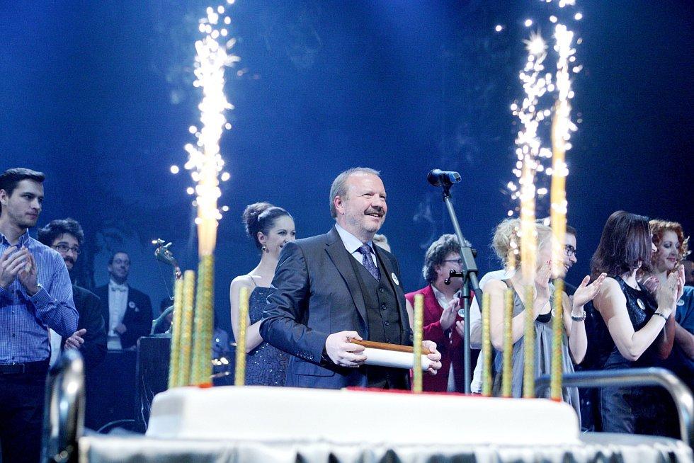 Šedesátiny ředitele Městského divadla Brno Stanislava Moši hostila v pátek večer hudební scéna v Lidické ulici.