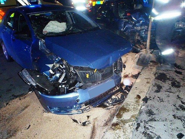 Dopravní nehoda u motorestu Kývalka na Brněnsku. Zranilo se při ní šest lidí.