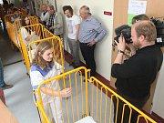 Nadační fond Modrý hroch pomáhá dětem po úrazech už deset let, na výročí zaplatil novou výbavu osmi pokojů. Od začátku fungování je patron brněnského projektu nejlepší český lyžař posledních let Ondřej Bank.