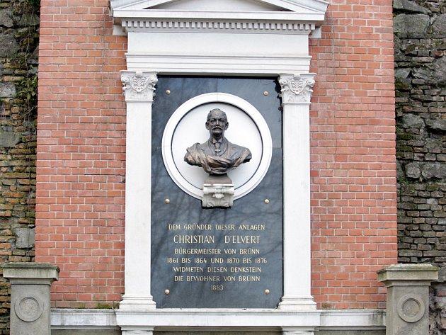 Památník brněnského starosty Christiana Friedricha d´Elverta stojí v parku pod Špilberkem, který založil.