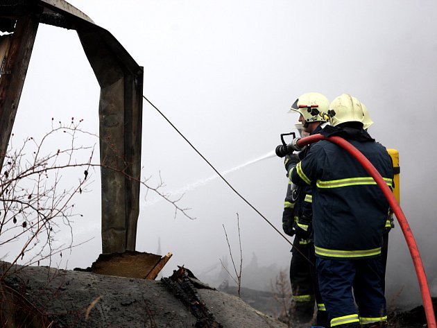 Požár haly v brněnských Maloměřicích.